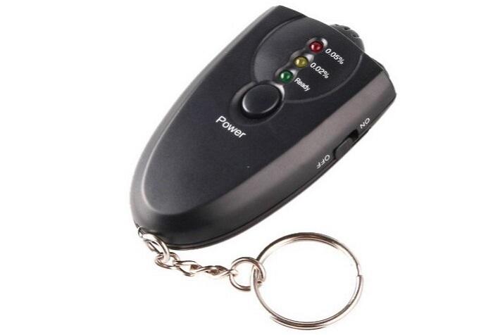 Брелок-алкотестер легко помещается в кармане/ Фото: всевдом24.рф