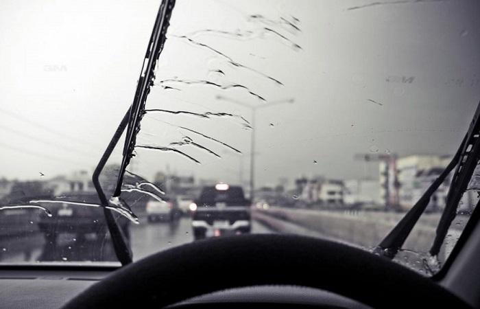 Сломанные «дворники» могут привести к аварии/ Фото: avtomir.ua