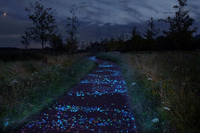 Дорога, созданная по мотивам произведений Ван Гога/ Фото: straitstimes.com