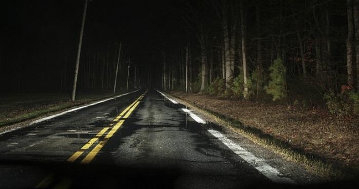 Мокрая дорога ночью/ Фото: forums.episodeinteractive.com
