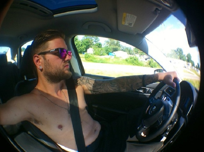 В Тае нельзя водить автомобиль топлесс/ Фото: tallypress.com