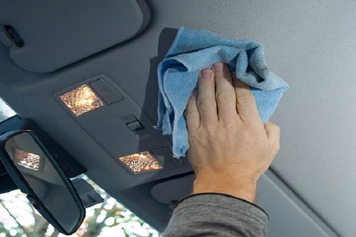 Чистка потолка машины/ Фото: kuzov.info