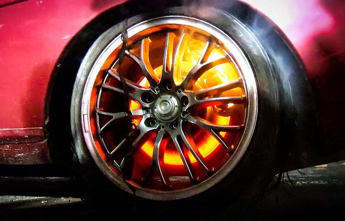 Тормоза автомобиля должны быть исправны/ Фото: quto.ru