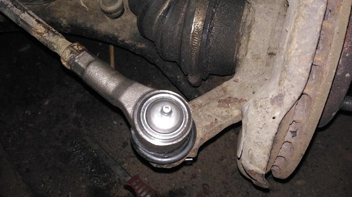 Проблемы в рулевых наконечниках могут привести к потере управляемости/ Фото: drive2.ru