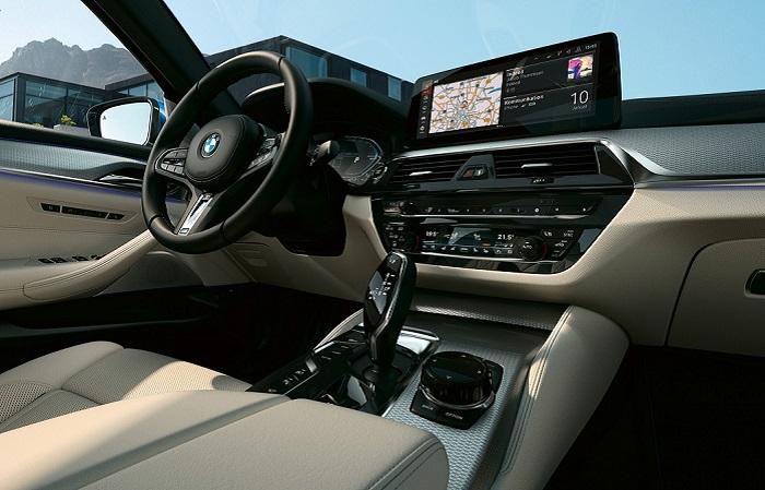 Внутреннее убранство BMW 5 Series/ Фото: bmw.com.my