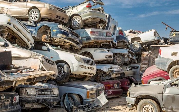 Обширная автомобильная свалка в Катаре/ Фото: dohanews.co