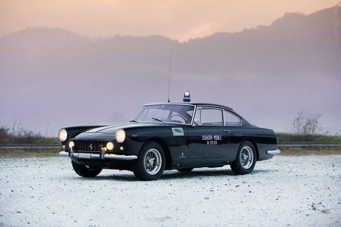 Редкий Феррари итальянских полицейских/ Фото: fishki.net