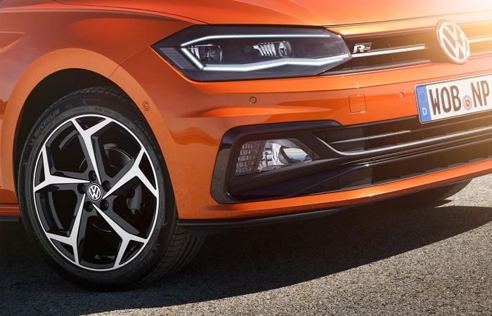 Volkswagen Polo 6 поколения – передняя часть/ Фото: autodevot.com