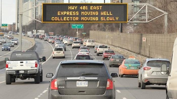 Дорожное движение в Торонто/ Фото: chfi.com