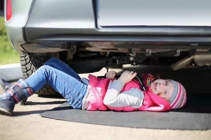 Под датскими  машинами не должно быть детей/ Фото: sohu.com