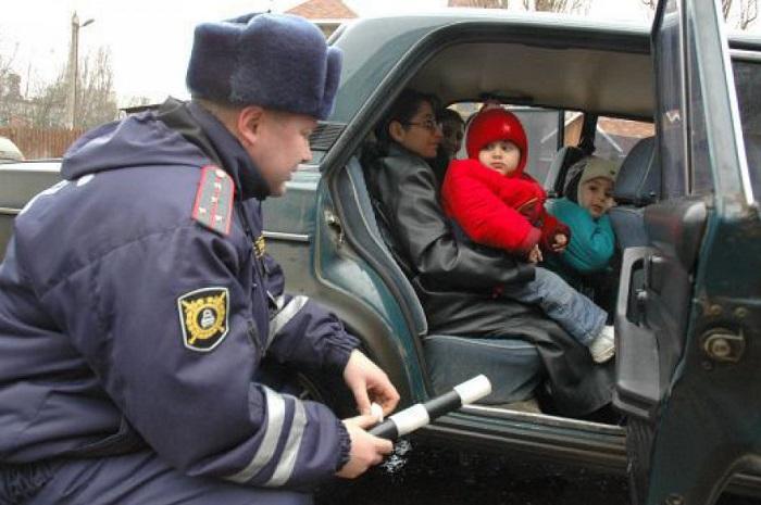 Перевозка детей без соответствующих кресел/ Фото: urist-bogatyr.ru