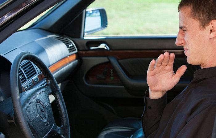 Запах от тормозов машины/ Фото: veber-service.ru