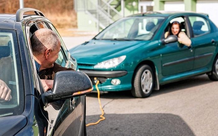Важно соблюдать все правила автомобильной буксировки/ Фото: 1000statei.ru
