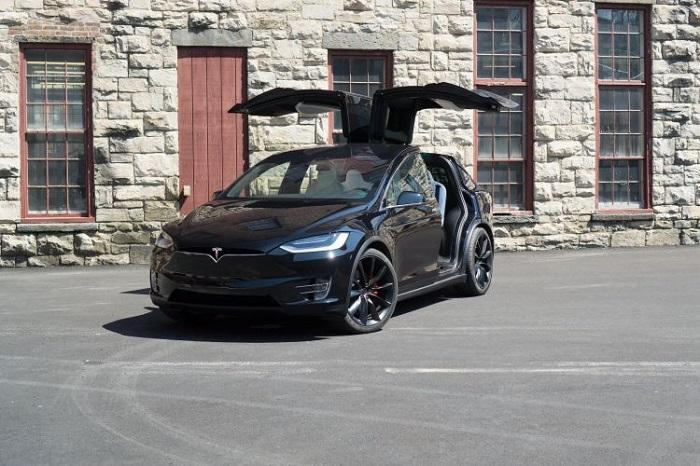 Tesla Model X, имеющая массу дефектов/ Фото: wealthygorilla.com