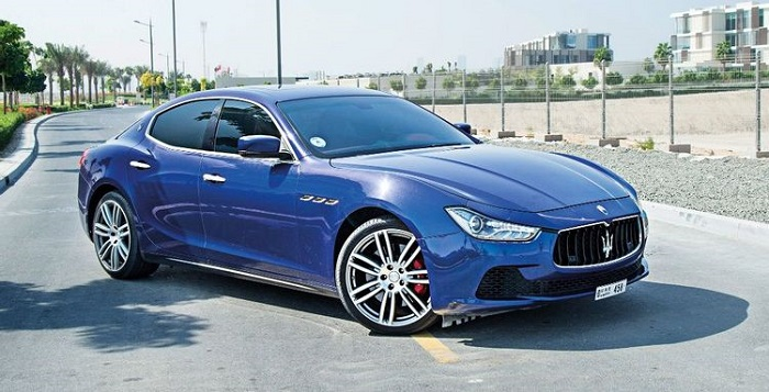 Maserati Ghibli, не дотягивающий до конкурентов по технологичности интерьера/ Фото: wheels.ae