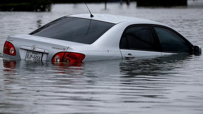Насколько велики шансы покинуть тонущий автомобиль/ Фото: tarantas.news