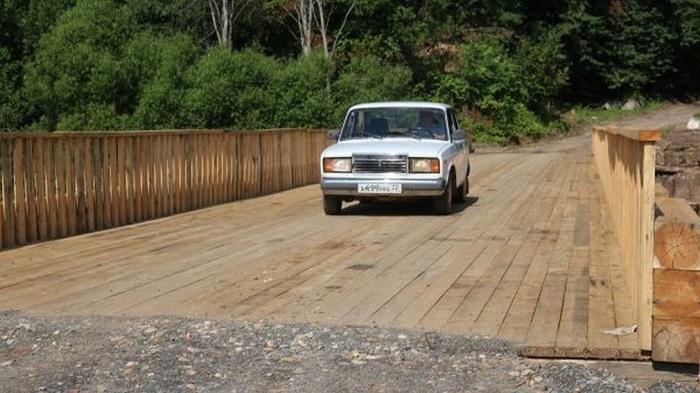 Автомобиль на мосту/ Фото: riastrela.ru