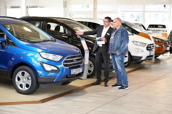 Покупка легкового автомобиля в салоне/ Фото: sorg-gruppe.de