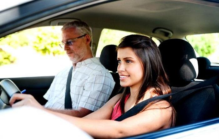 Опытный водитель всегда поможет/ Фото: mirmotor.ru