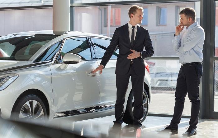 Новый автомобиль – красивый и блестящий/ Фото: monlau.com