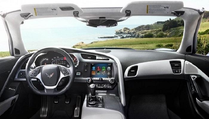 Внутреннее убранство Chevrolet Corvette Stingray/ Фото: thenewswheel.com