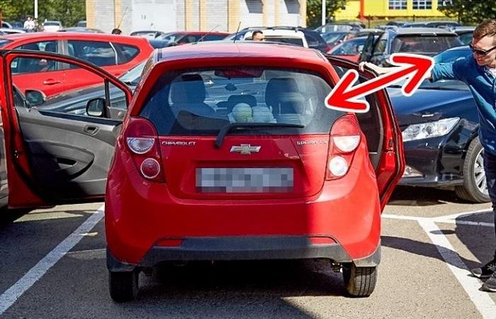 Открытые двери автомобиля для быстрой вентиляции/ Фото: onlinedriversed.com