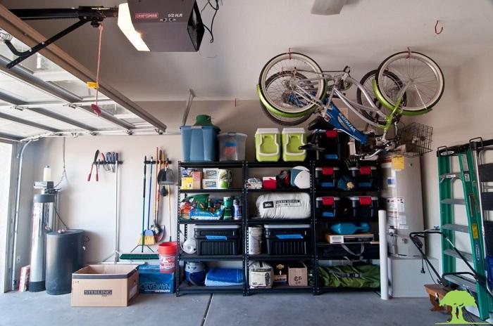 Велосипеды на крыше гаража/ Фото: roomble.com