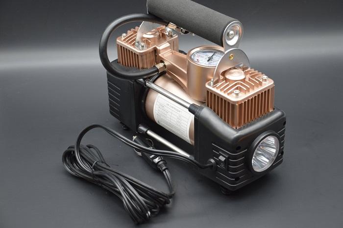 Неплохой подарок водителю – автомобильный компрессор/ Фото: etoluchshe.ru