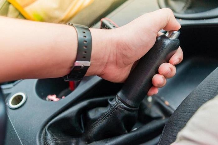 Правила эффективного использования ручного тормоза/ Фото: marshal.ru