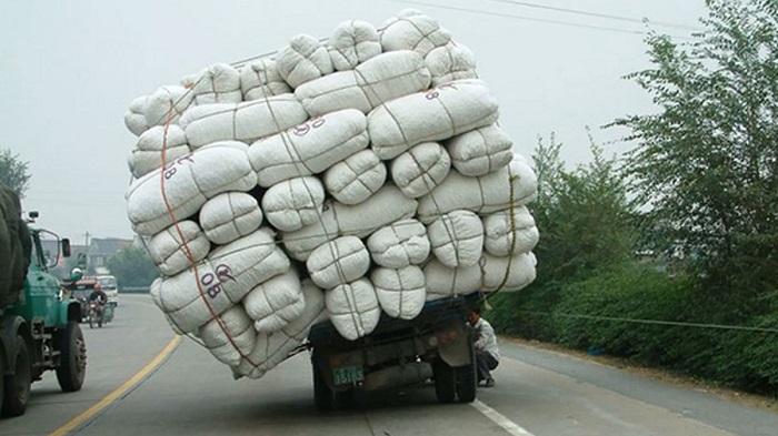 Чрезмерная нагрузка на транспортное средство тоже карается штрафом/ Фото: krymgg.blogspot.com