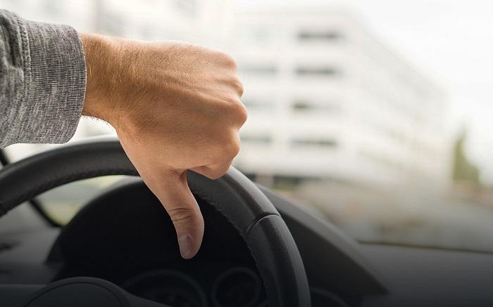 Вредные водительские привычки доводят до авторемонта/ Фото: zr.ru