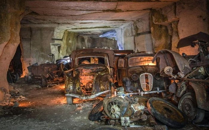 Запертые под землей автомобили во Франции/ Фото: telegraph.co.uk