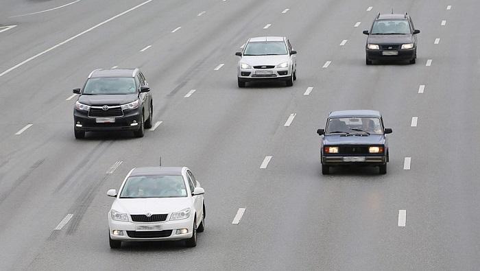 Автомобили на безопасном расстоянии друг от друга/ Фото:drivenn.ru