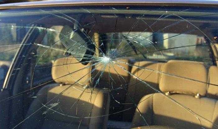 Действия при повреждении стекла машины по вине дорожников/ Фото: autonews.ru