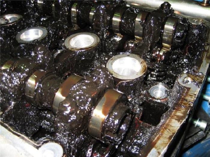 Масло в двигателе нуждается в срочной замене/ Фото: motoresurs.ru