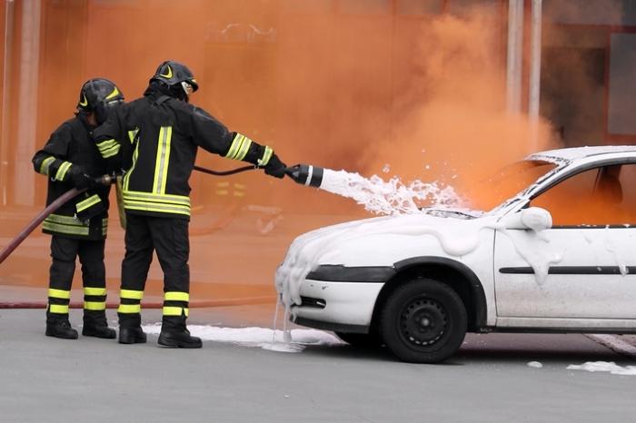 Почему происходят возгорания машин и как такую неприятность предотвратить?/ Фото: 2x2.su