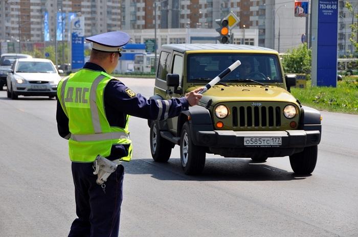 Остановка машины дорожной полицией/ Фото: novokuznetsk.ru