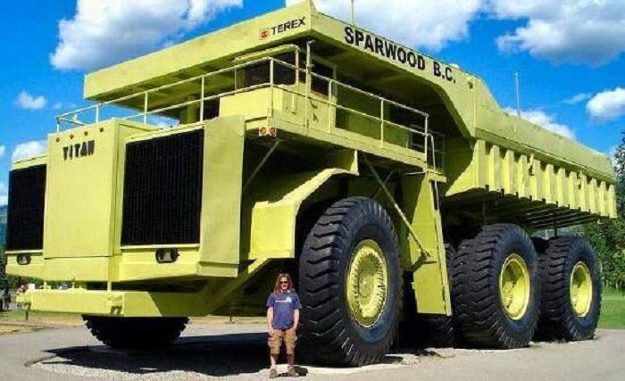 Terex MT-6300AC – грузовик-монстр высотой в 8 метров/ Фото: auto.howstuffworks.com