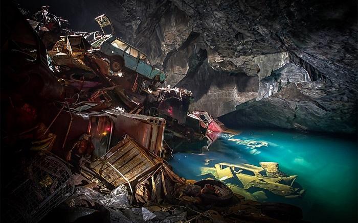 Британское автомобильное кладбище в шахте/ Фото: autonews.ru
