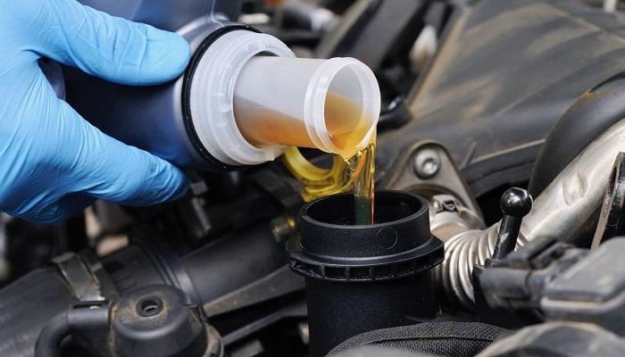 Замена автомобильного масла/ Фото: vita-motors.ru