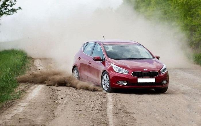 Езда по неровной дороге вызывает дребезжание дверей и стекол/ Фото: autochainik.ru