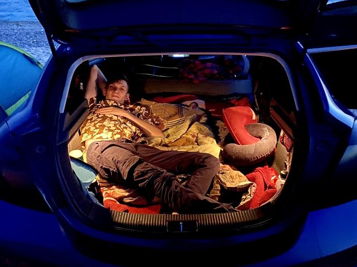 Комфортное размещение в автомобиле на ночевку/ Фото: drive2.ru