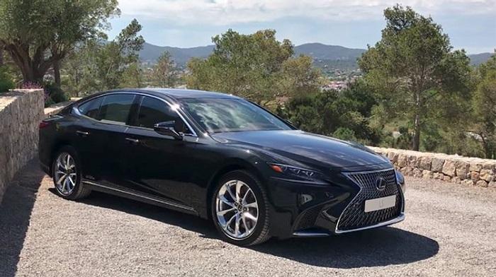 Весьма дорогой в эксплуатации Lexus LS/ Фото: drivemag.com