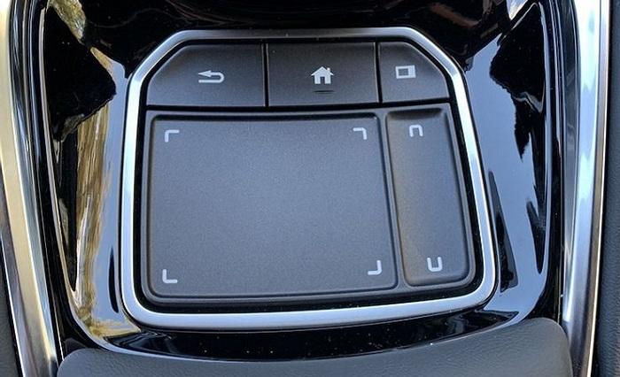 Контроллеры-тачпады превращают машину в компьютер на колесах/ Фото: macrumors.com