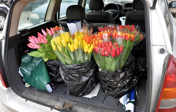 Доставка цветов личным автомобилем/ Фото: tvs-media.ru