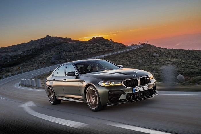 BMW M5 CS с 8-цилиндровым битурбированным мотором/ Фото: carexpert.com.au