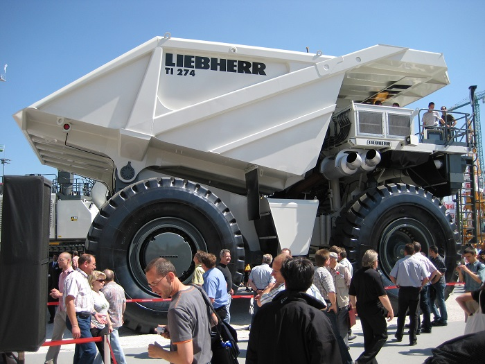 Гигантский грузовик Liebherr/ Фото: wikimedia.org