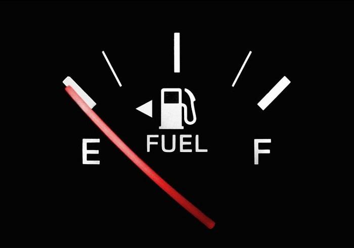 Пустой бак автомобиля – самое время заправиться!/ Фото: katm.com