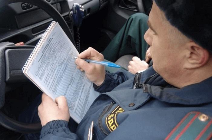 Занесение необходимых данных в документы о ДТП/ Фото: rudorogi.ru