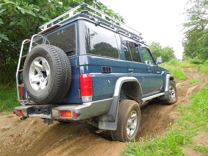 Машина с полным приводом на неровной дороге/ Фото: wheels.ca